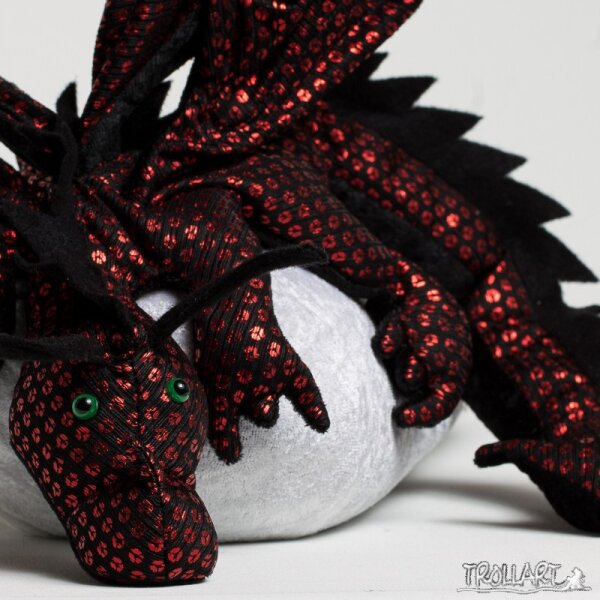 Shoulder dragon XXL, Special Ed., black & red sequin, spiky crest