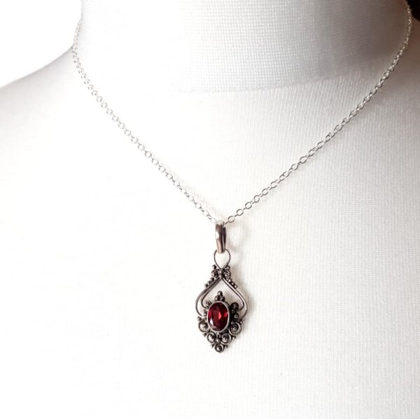 Granat im Herz, Anhänger, Silber 925, inkl. Kette